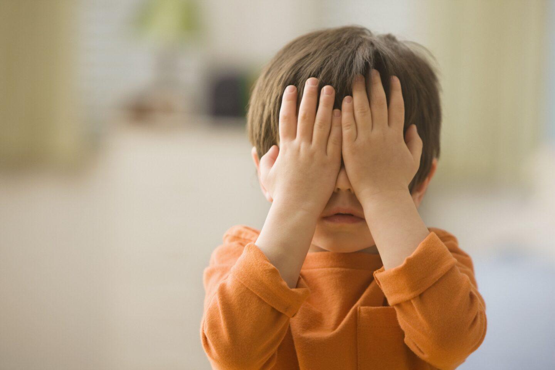 Как помочь незрячему ребёнку сесть на стул и за стол?